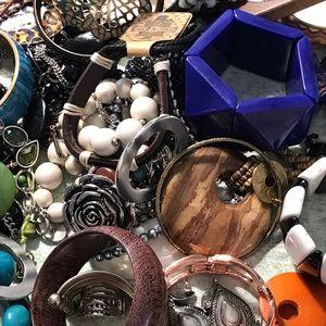 Wearablle Jewelry Lot